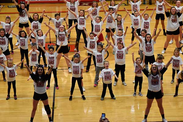 Jefferson mini cheer camp students perform at halftime